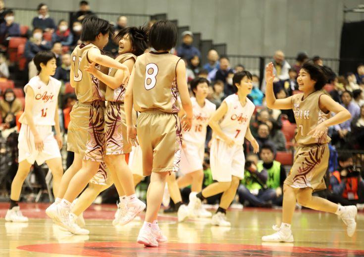 決勝の舞台で『レイラ頼み』から脱却した大阪桐蔭、真のチーム力を発揮し初の栄冠