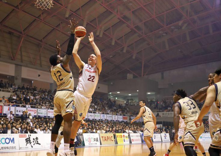課題の第2クォーターで堅守を見せた川崎ブレイブサンダースが敵地で琉球に圧勝!