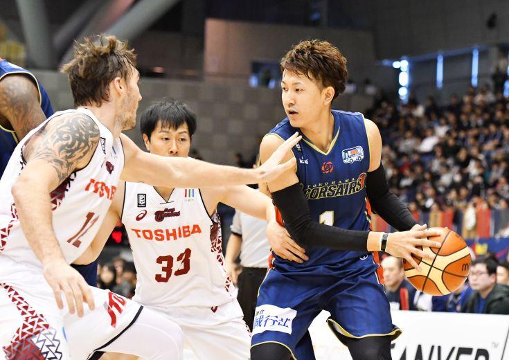 超アグレッシブな守備で前半を19点に抑え込んだ川崎ブレイブサンダースが『神奈川ダービー』2連勝を飾る
