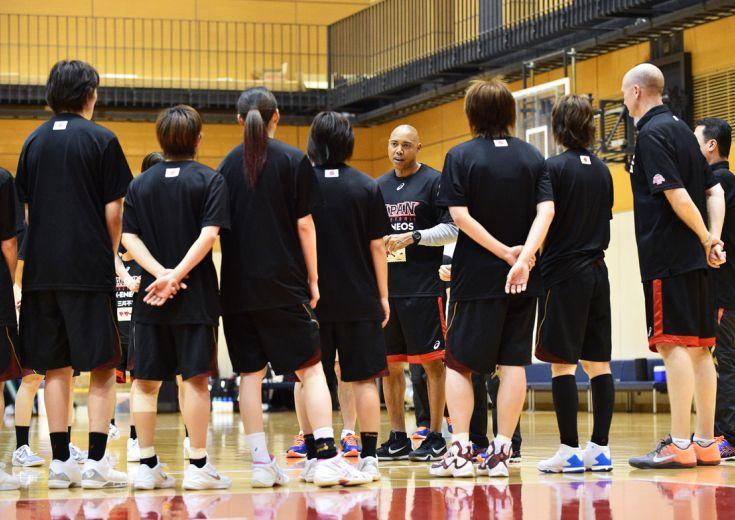 リオに向けた女子日本代表の第2次強化合宿、NBAから戦術のスペシャリストが合流!