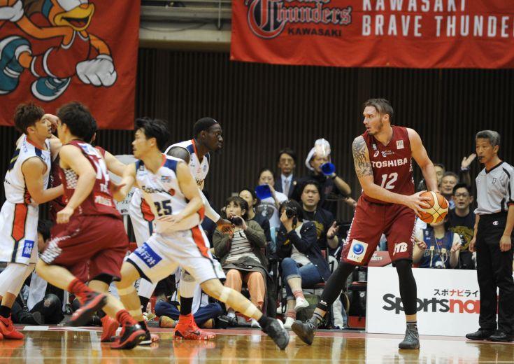 26得点のニック・ファジーカスを中心に充実の川崎ブレイブサンダース、『横綱のバスケ』で横浜ビー・コルセアーズに快勝