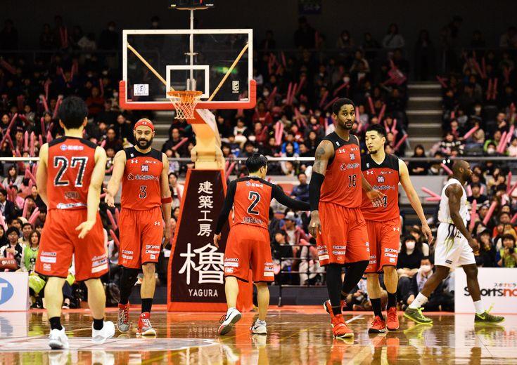 互いの出方を探りつつハイテンポな打ち合いを演じた千葉ジェッツとレバンガ北海道、最後はバスケIQに勝る千葉が上回る