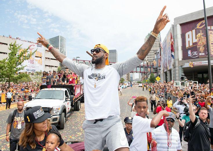 キャブズ優勝パレードに100万人のファンが集結