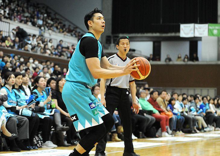 [CLOSE UP]佐藤託矢(京都ハンナリーズ)数奇なバスケ人生を乗り越えたビッグマン、タフなBリーグ初年度を楽しむ