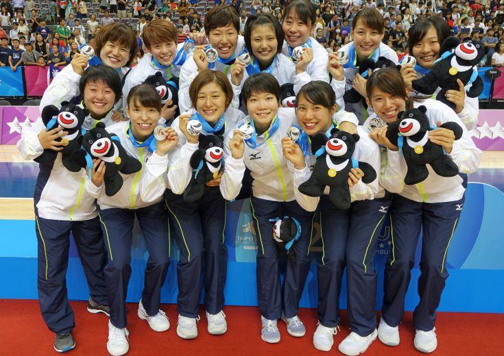ユニバ決勝に臨んだ女子日本代表は猛追及ばずオーストラリアの高さに屈すも『日本のバスケット』を展開し堂々の銀メダル!