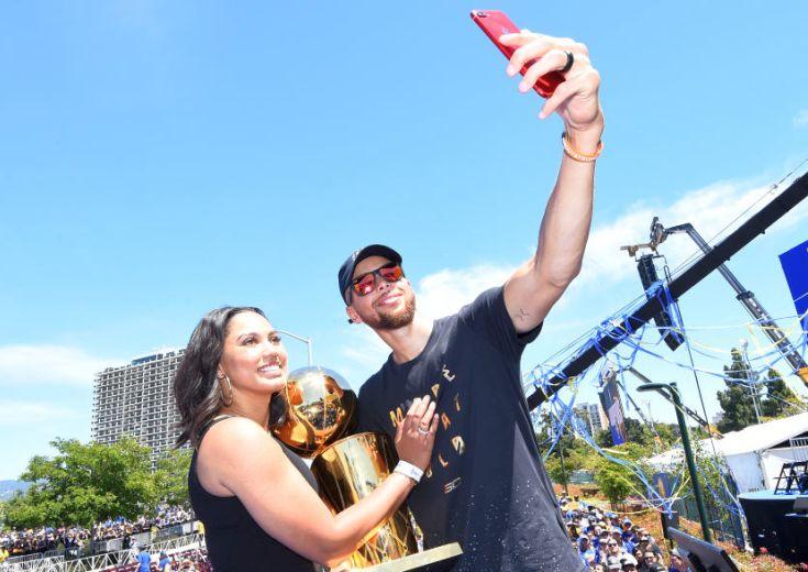 優勝パレードに参加したステフィン・カリー「バスケットボールでも人生でも、痛みを伴うことが成長させてくれる」