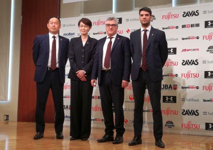 日本代表の新たな指揮官フリオ・ラマスが会見「日本のスタイルを求めていく」