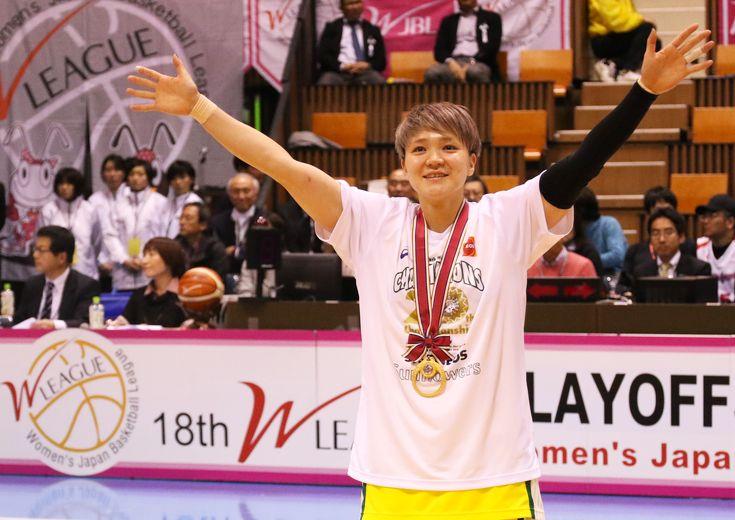 吉田亜沙美(JX-ENEOS)指揮官との堅い絆──トムのために──を新たなモチベーションにつかんだ9連覇の栄光