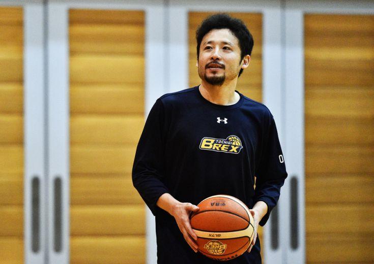 田臥勇太が契約延長に合意、栃木ブレックスでBリーグ開幕を迎える