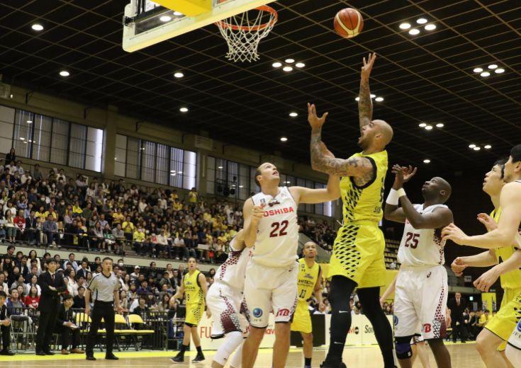 内と外のバランスが取れた攻撃&ファジーカス対策、サンロッカーズ渋谷が「シーズンで一番良いバスケ」で王者川崎を撃破