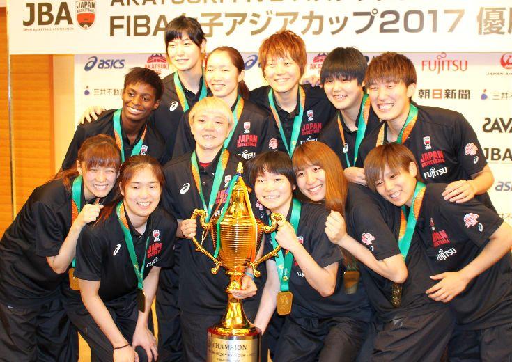 アジアカップ3連覇を果たした女子日本代表が帰国、指揮官のトム・ホーバスは「自信があった」と激白