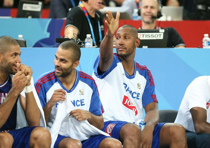 フランス代表、五輪中強盗被害に遭ったボランティアに「神対応」