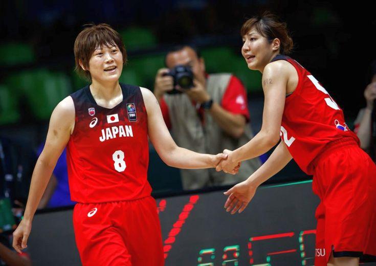 「12」を書き入れ、吉田亜沙美の思いを背負ったチームメート、「このチームのキャプテンで本当に幸せだった」とうれし涙