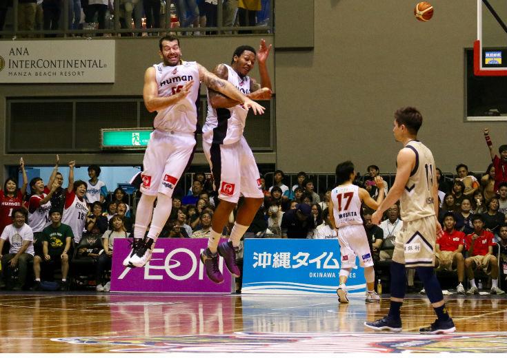 これまでになかった『しびれる』勝利、大阪エヴェッサが敵地で琉球ゴールデンキングスに連勝して勝率を5割に戻す