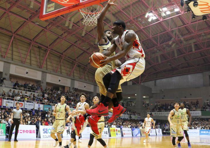 琉球ゴールデンキングスがリバウンドを支配して名古屋Dに快勝、今季2度目の5連勝