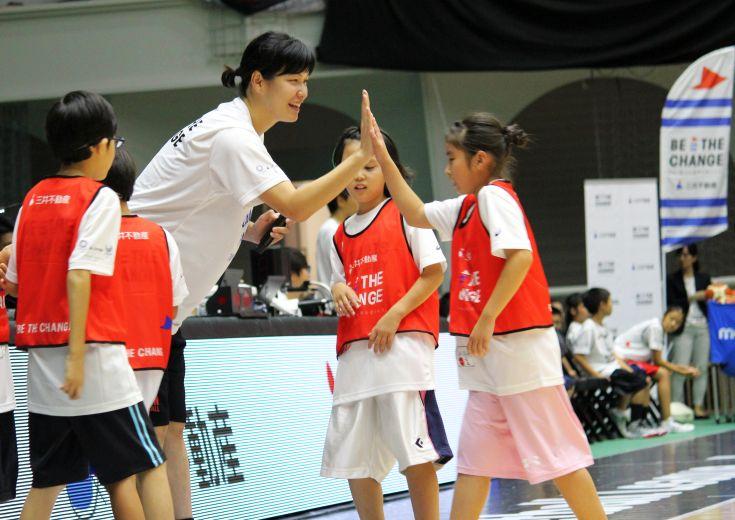アジアカップ優勝メンバーが講師を務める『バスケットボールアカデミー』を実施、大﨑佑圭は「今の子はうまい!」と称賛