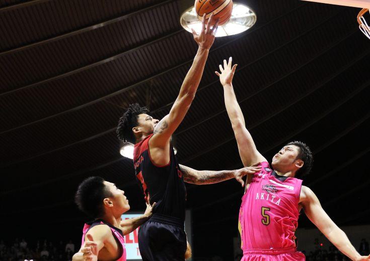 「退場劇ではなく自分たちのバスケに注目を」と燃えるアルバルク東京、秋田ノーザンハピネッツに最大40点差を付ける圧勝