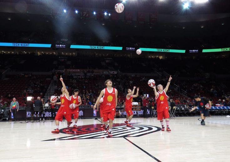 フリースタイルバスケットボールチーム『大阪籠球会』、ブレイザーズvsウォリアーズのオープニングに登場!
