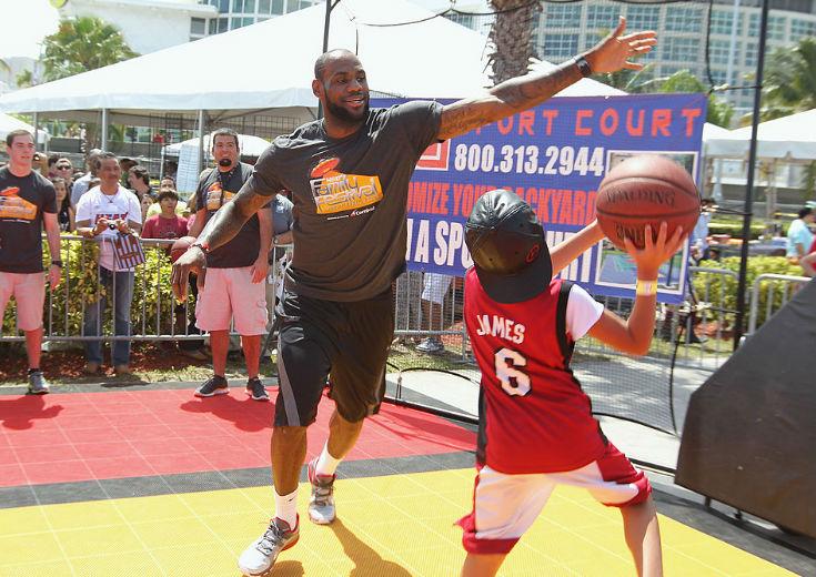 『バスケ中毒』のレブロン・ジェームズ、「みんな、どこでバスケしてんの?」のツィートにファンから参加オファー続々